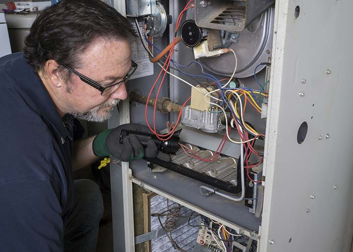 HVAC contractor in Austin doing air conditioning repairs